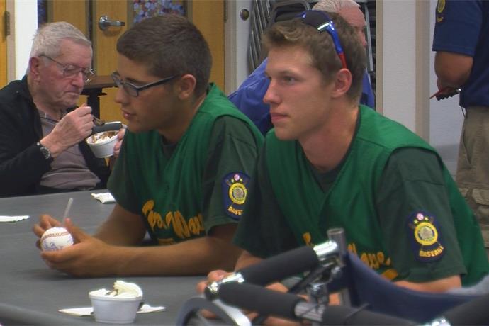Baseball players across New York visit veterans at the St. Luke's Home _-4488942766614821749