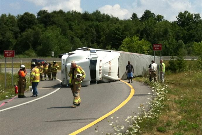 Tractor Trailer Overturned in Marcy_3567178863225555844