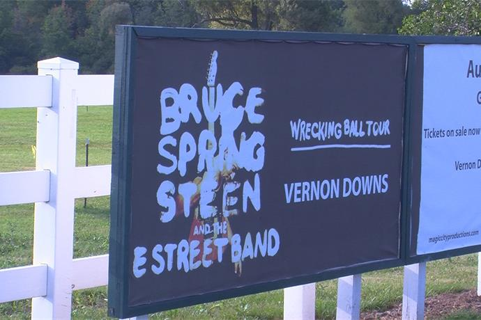 Bruce Springsteen And The E Street Band Make Their Way To Vernon Downs_-7099663433859710112