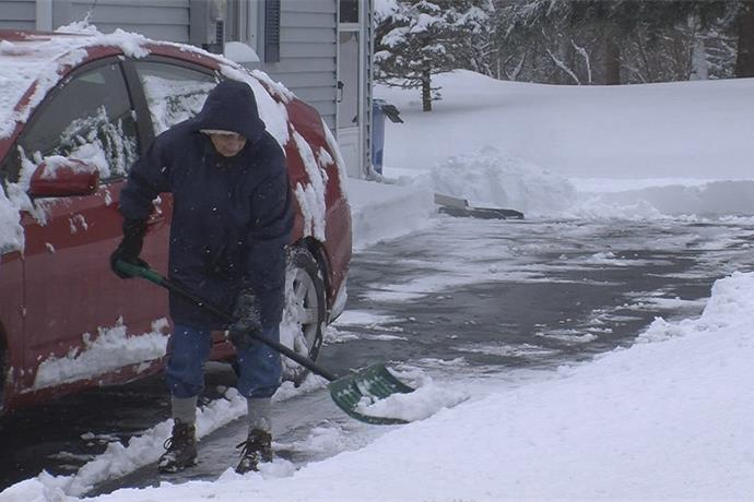 Area chiropractor gives tips on how to shovel snow properly to avoid back injuries _270764734335895326