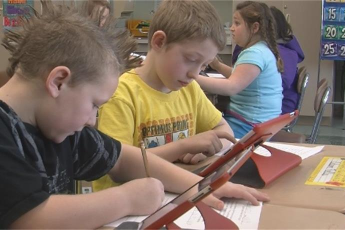 Third graders using iPads as a new learning tool_-6254090834425524709